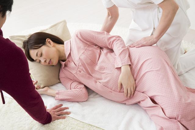 妊婦さんと看護師さん,出産入院準備,リスト,必要