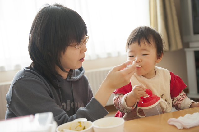 離乳食を食べる赤ちゃん,生後,10ヶ月,赤ちゃん