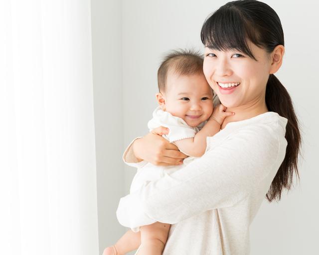 縦だき抱っこされる赤ちゃん,赤ちゃん,しゃっくり,止め方
