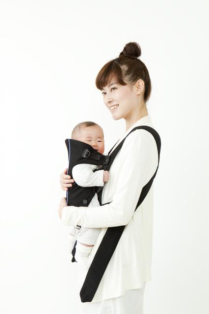 赤ちゃんを抱っこするママ,抱っこひも,おすすめ,選び方