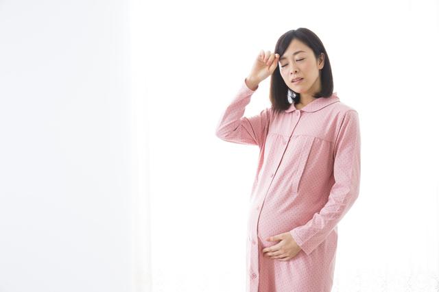 お腹の痛みを感じる妊婦,前駆陣痛,陣痛,違い