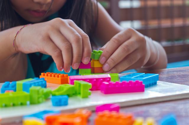 ブロックで遊ぶ子供,レゴ,ブロック,