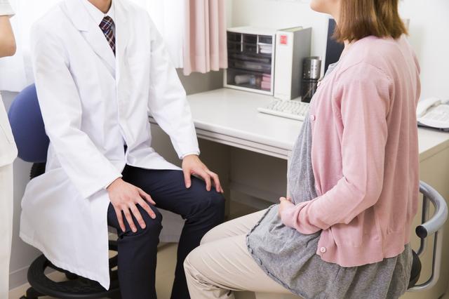 産婦人科医と妊婦,妊娠,14週,お腹