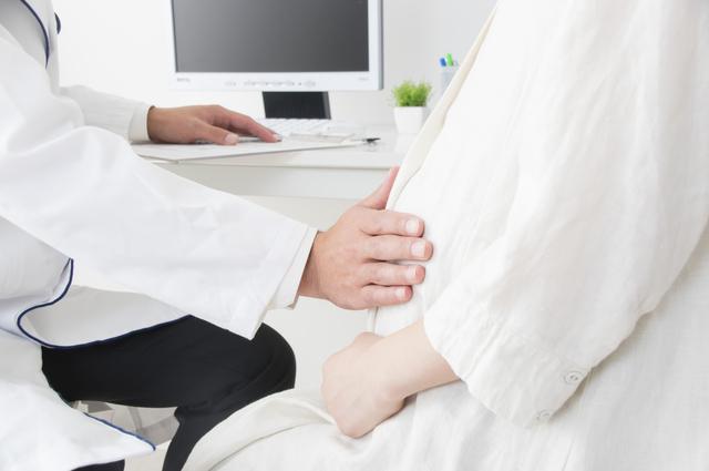 産婦人科で診察を受ける妊婦,妊娠,36週目,