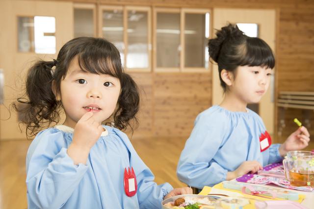 幼稚園での食事,食事マナー,