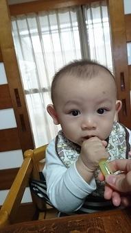 赤ちゃんがクリニカkid's歯ブラシを口に入れているところ,コズレ,プレゼント,当選