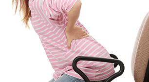 腰に手を当てる女性,産後,骨盤矯正,