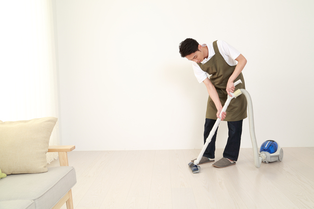 掃除する男性,切迫早産,流産,原因