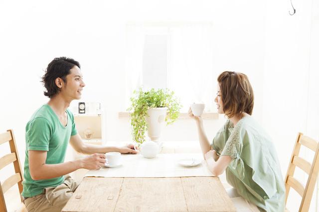 話し合う夫婦,育休中,妊娠,