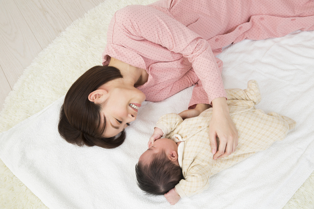 赤ちゃんと一緒に寝るママ,出産後,セックス,