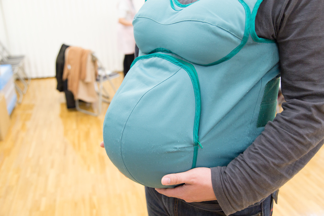 両親学級の妊婦さん体験の様子,出産前,準備,