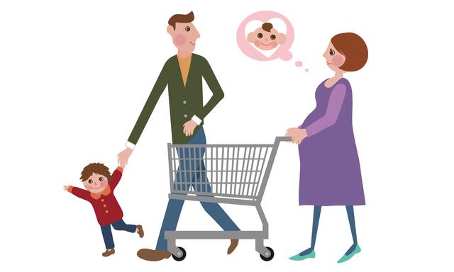 買い物をする妊婦さん,里帰り出産,しない,