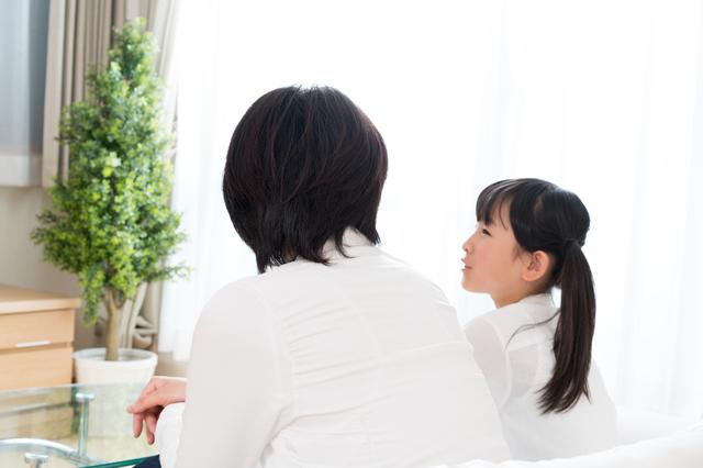 胎内記憶について娘と話す母親,胎内記憶,