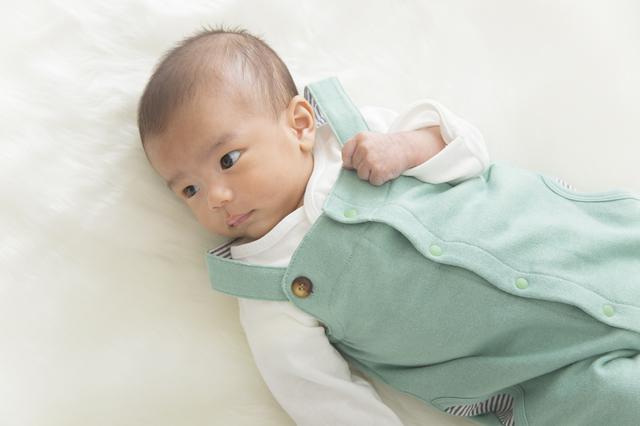 ベビー服を着る赤ちゃん,出産祝い,男の子,