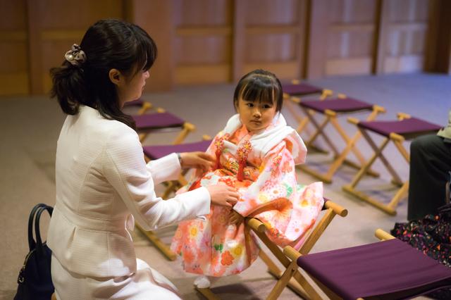 祈祷を待つ母子,七五三,親,服装
