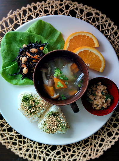 白いお皿の上に乗る和食,妊婦,朝ごはん,レシピ