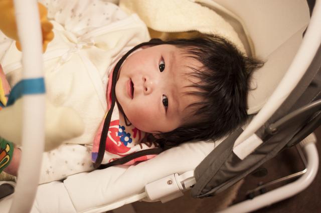 バウンサーに寝る赤ちゃん,バウンサー,