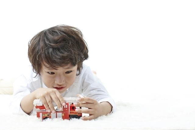 男の子とミニカー,知育玩具,6歳,おすすめ
