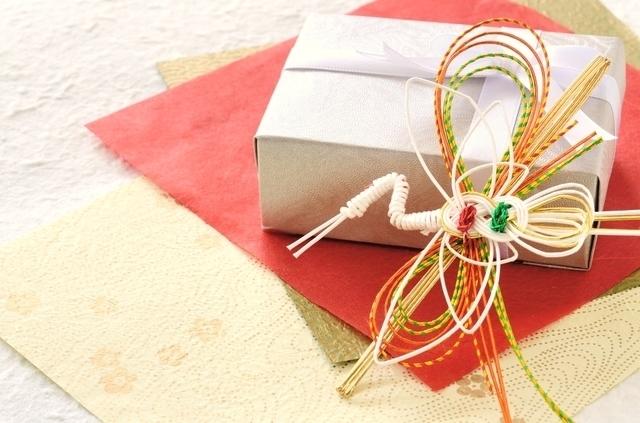 ツルの水引とプレゼント,初節句,男の子,