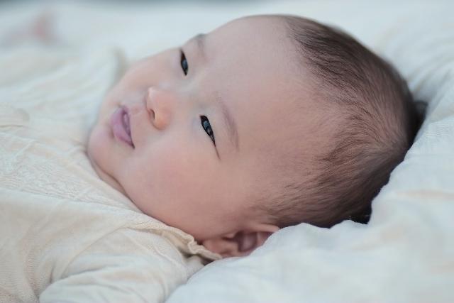 笑顔の赤ちゃん,離乳食,栄養,炭水化物