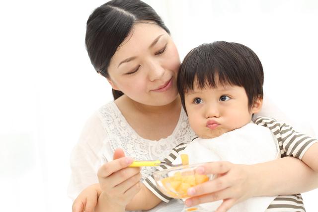 離乳食を食べる赤ちゃん,離乳食,にんじん,