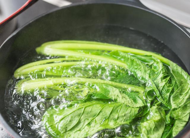 茹でた小松菜,離乳食,小松菜,