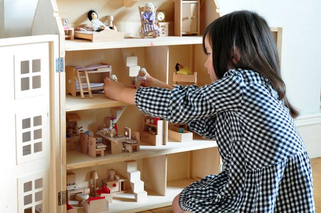 人形遊びの女の子,5歳,女の子,プレゼント