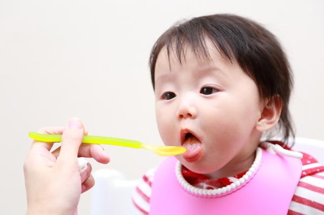 離乳食を食べる赤ちゃん,離乳食,初期,大根