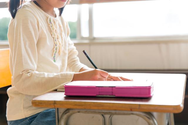 小学生と筆箱,小学生,筆箱,