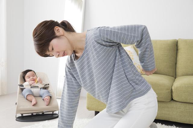 子育てママの腰痛イメージ,ヒップシート,