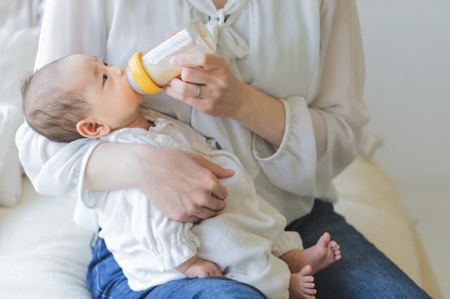 哺乳瓶と赤ちゃん,哺乳瓶,消毒,