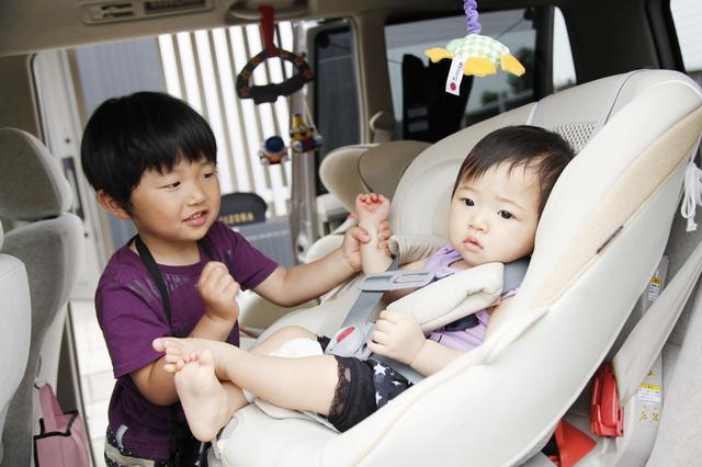 車に兄弟を乗せる,二人目 ,出産,必需品