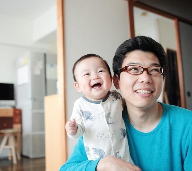 パパと笑顔の赤ちゃん,子ども,記念撮影,