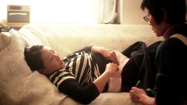 助産師と話す妊婦,お腹,赤ちゃん,