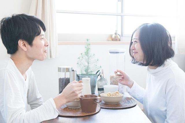 食事中の夫婦,妊娠期間,
