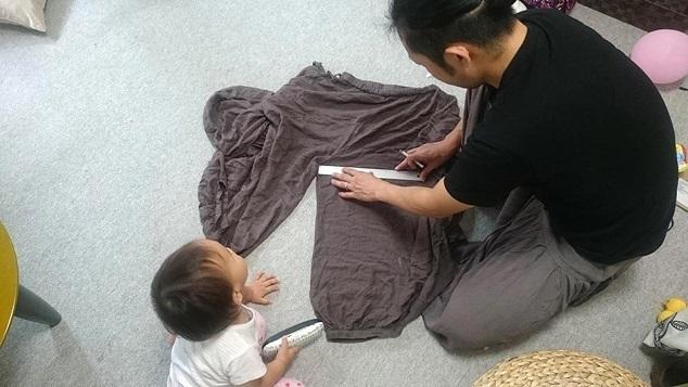 布を測る父親,パパ,お揃い,