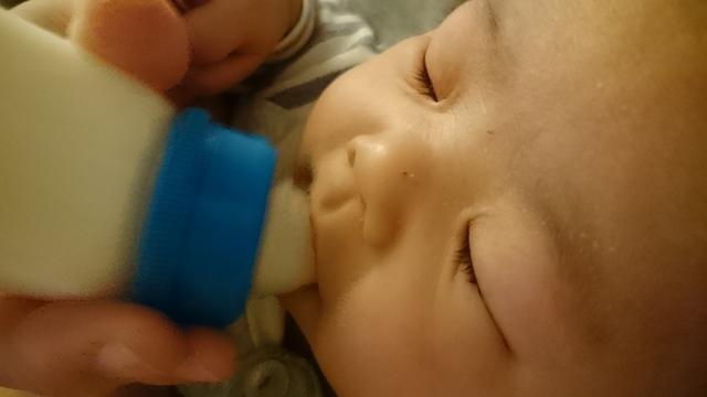 ミルクを飲む赤ちゃん,コズレ,プレゼント,当選