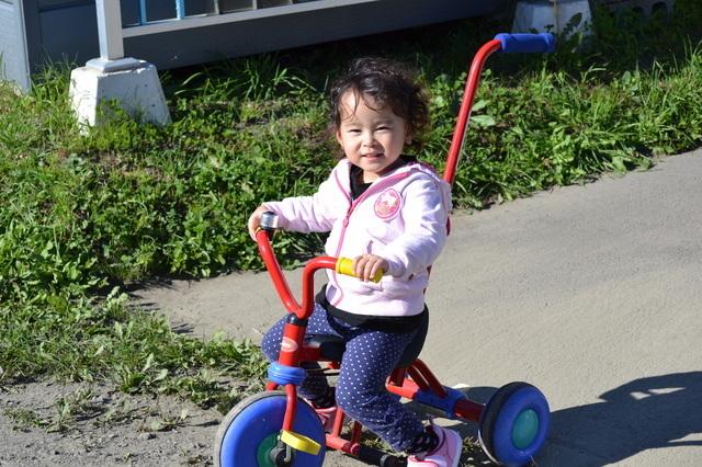 三輪車と女の子,三輪車,