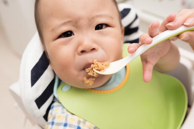 納豆を嫌がる赤ちゃん,赤ちゃん,納豆,