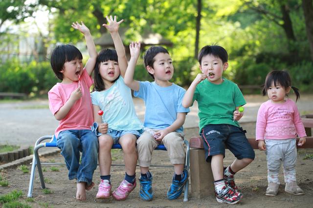 グループで遊ぶ子どもたち,知育玩具,5歳,おすすめ