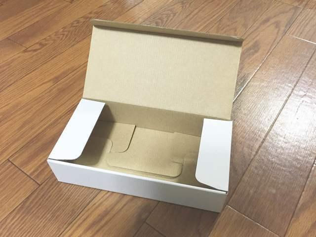 ダンボールの空き箱,おもちゃ,パソコン,