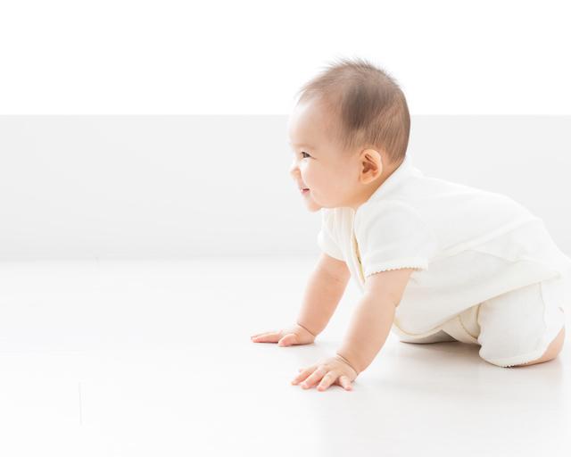 ハイハイ時期の赤ちゃん,赤ちゃん,ジョイントマット,