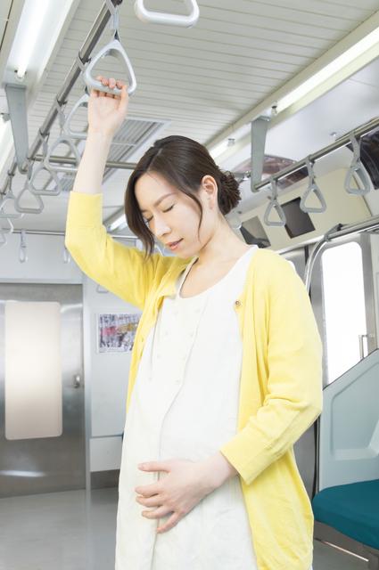 顔をしかめる妊婦,切迫早産,原因,