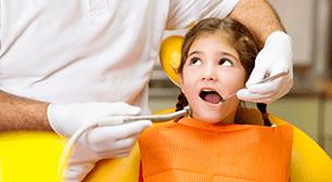 虫歯治療中の子ども,6歳臼歯,