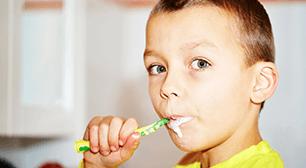 歯磨きする男の子,子供,歯並び,