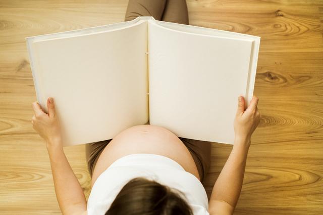 池川明先生の本を読む妊婦,胎内記憶,