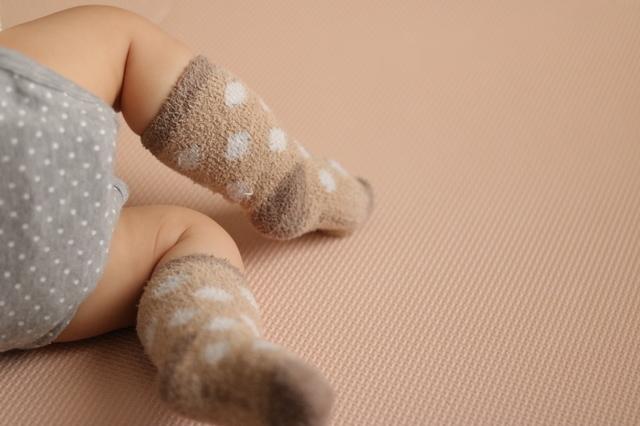 靴下を履いている赤ちゃん,赤ちゃん,事故,