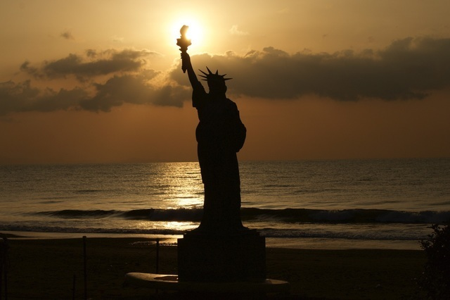 静波海岸の自由の女神,静波,海水浴場,