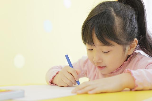 文字を書く子ども,凸版,印刷,博物館