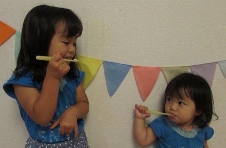 姉妹で歯みがき,歯みがき,親子,習慣